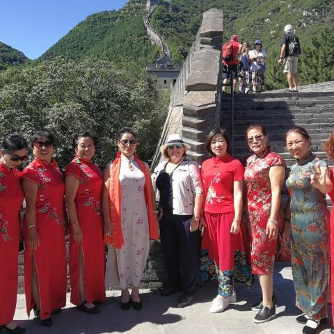 Grupo de personas en la muralla china