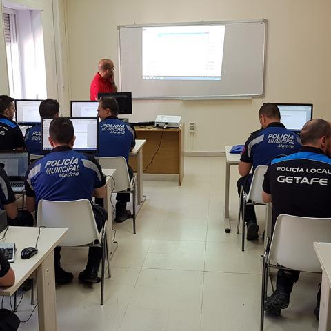 Policías locales en clases en el IFISE