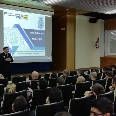 Conferencia sobre ciberdelincuencia para policías locales