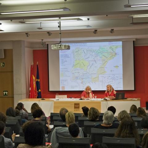 Intervención de las coordinadoras de las jornadas Tejiendo Pasado 2019